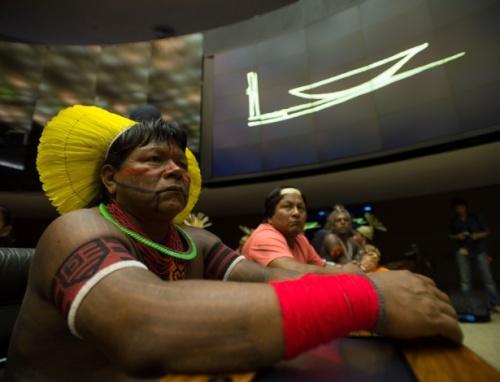 indios-participam-de-sessao-solene-na-camara-dos-deputados